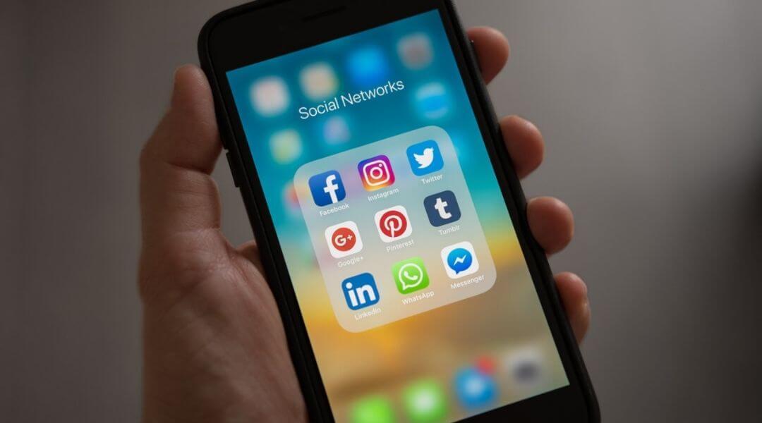 social media folder on a mobile phone